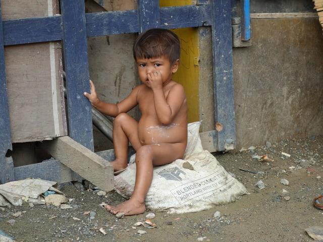 Ein Bild eines kleinen Jungen in Manila.