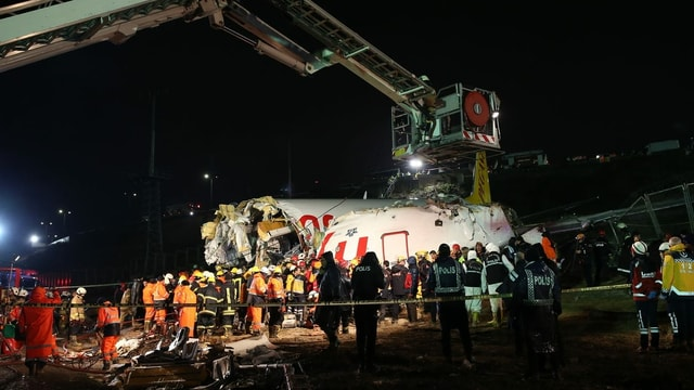Auseinandergebrochenes Flugzeug