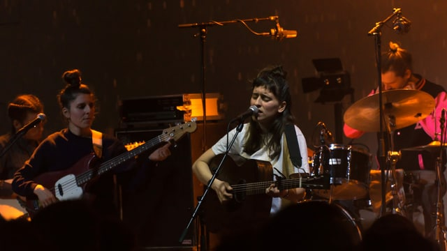Black Sea Dahu durant lur concert al Eurosonic Festival 2020 a Groningen.