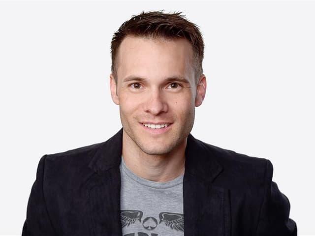 Portrait Patrick Hässig im Fernsehstudio