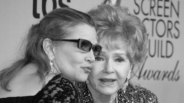 Purtert da Debbie Reynolds cun sia feglia Carrie Fisher.