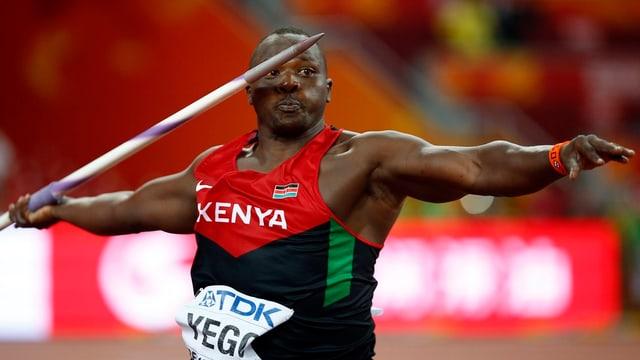 Julius Yego wirft den Speer.