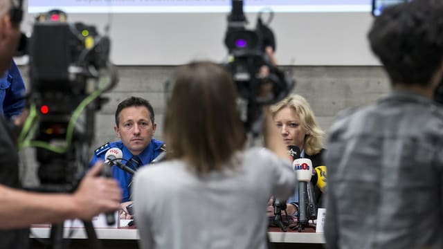 Polizia e procura publica infurmeschan davart il scleriment dal mazzament da Rupperswil.