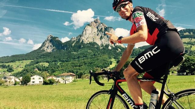 Martin Elmiger auf einer seiner letzten Trainingsfahrten unter den beiden Mythen bei Schwyz