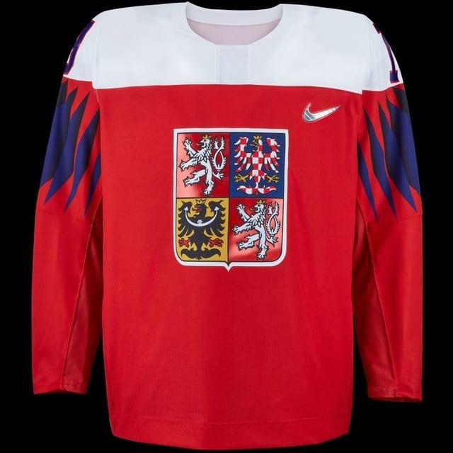 Tschechien spielt mit weissen Schulterpartien, rotem Grund und blauen Oberarmen.