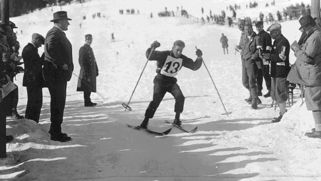 L'atlet cun il numer 13 als gieus olimpics 1928 a San Murezzan.