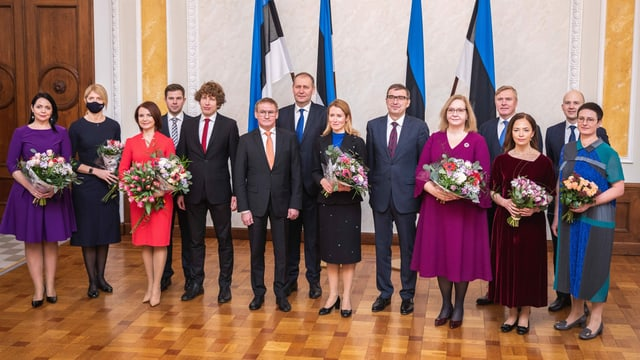 Premierministerin Kaja Kallas (M) mir ihrem Kabinett am 26. Januar 2021 nach dem Amtseid im estnischen Parlament Riigikogu.