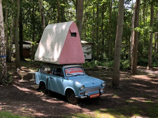 Trabi mit Zelt.
