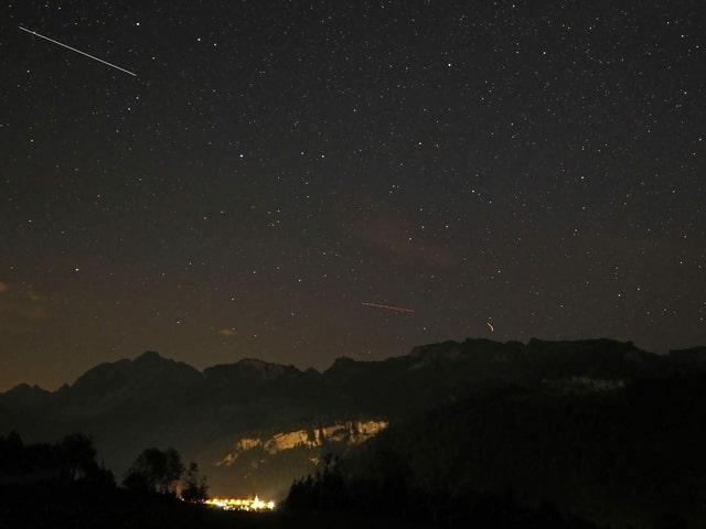 Sternschnuppen am Himmel