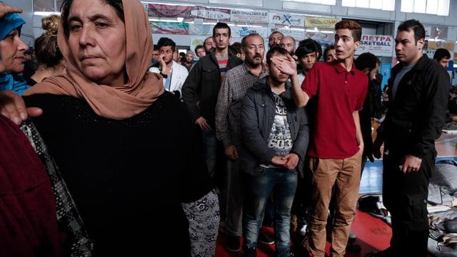 Flüchtlinge kommen in der Fremde an und suchen eine neue Bleibe. (Symbolbild)