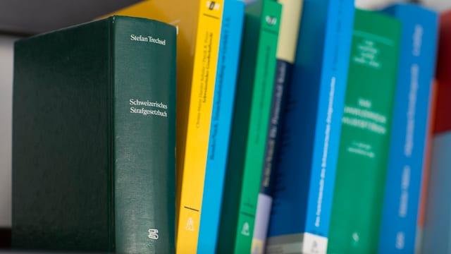 Gesetzesbücher