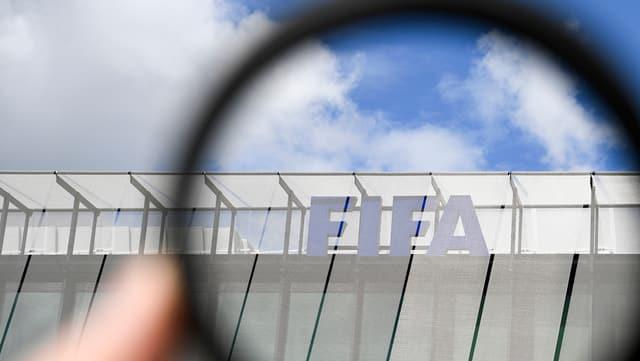 Logo da la Fifa sut la marella
