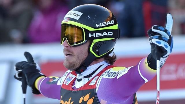 Kjetil Jansrud suenter la cursa rapida en l'arrivada.