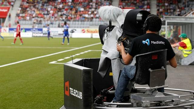 La CumCo renfatscha che Teleclub controllescha il martgà tar la transmissiun da gieus da ballape e hockey.