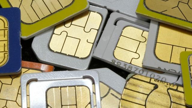 Eine Auslegeordnung von SIM-Karten.