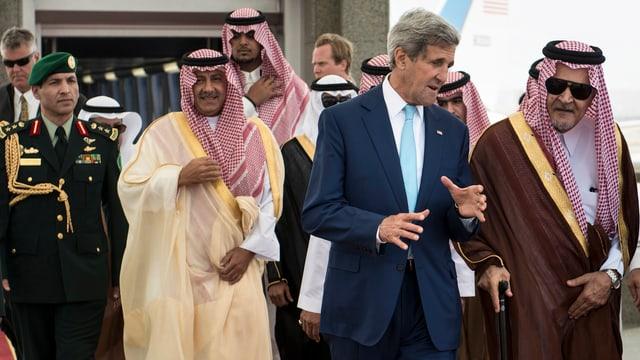 John Kerry zusammen mit Saud al-Faisal.