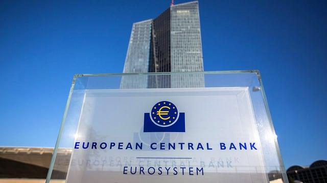 Schriftzug der Europäischen Zentralbank am Hauptsitz in Frankfurt.