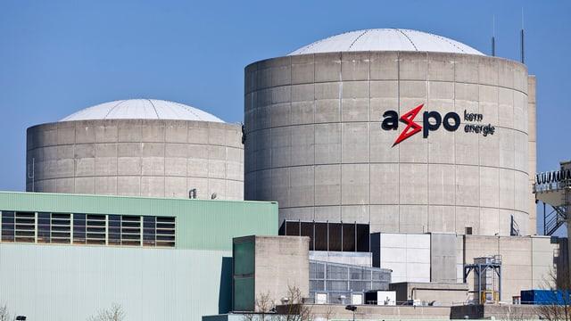 Axpo-Logo auf dem Kraftwerk Beznau
