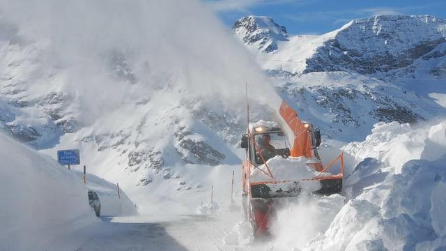 Schneeräumung auf Passstrasse
