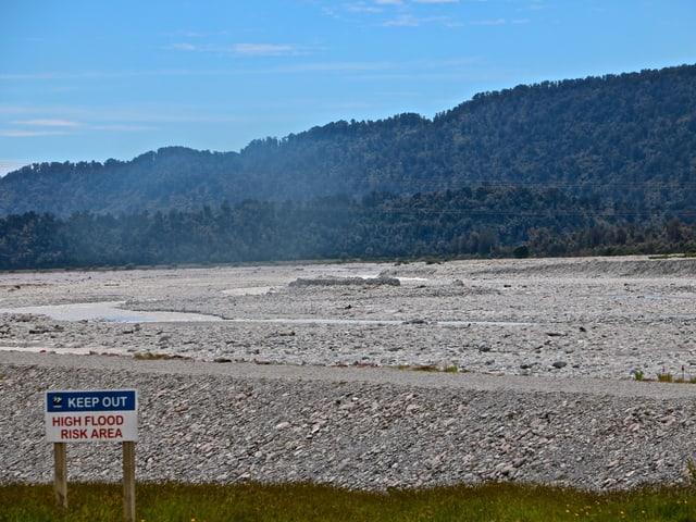 Das breite ausgetrocknete Flussbett des Waiho-Rivers im letzten November.