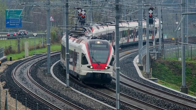 Tren regiunal en il Tessin.