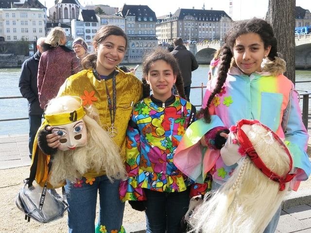 Drei Mädchen ohne Larve