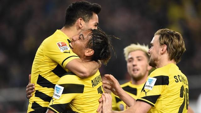 Gündogan, Aubameyang und Schmelzer bejubeln das 2:1.