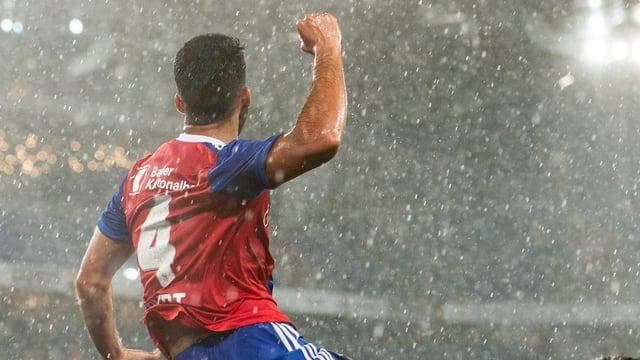 Il giugader Cömert da Basilea celebrescha ses gol.