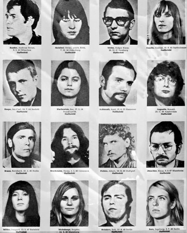 16 schwarz-weisse Verbrecherfotos von jungen Menschen.