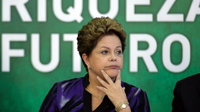 Dilma Rousseff in nachdenklicher Pose