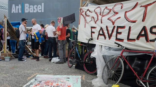 Die Gegenveranstaltung gegen die Favela auf dem Messeplatz.