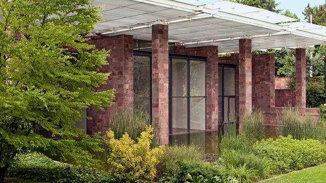 Ein Haus mit Seerosen