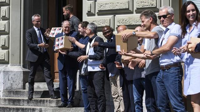 Cun 128'000 suttascripziuns è l'inizitiva da giustia oz vegnida inoltrada a Berna.