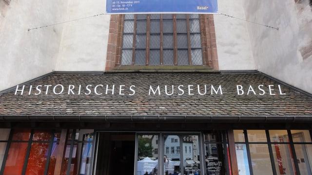 Blcik auf den Eingang des Historischen Museums.