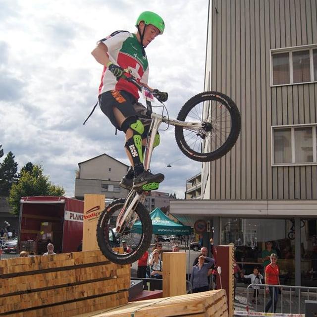 Bei Trial-Contests fährt man über verschiedene Hindernisse.