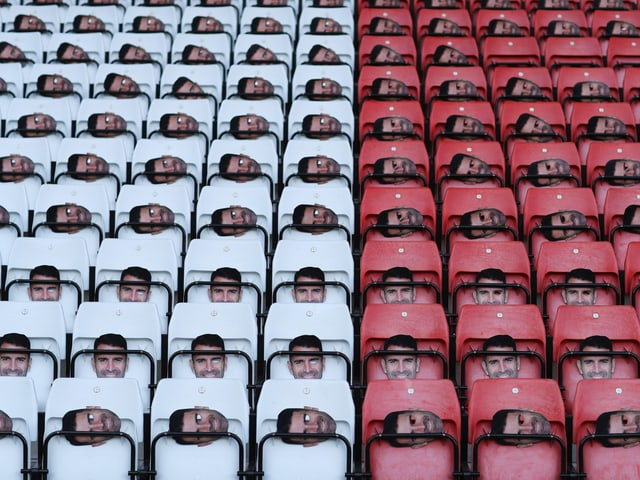 Francis-Benali-Masken im Stadion von Southampton