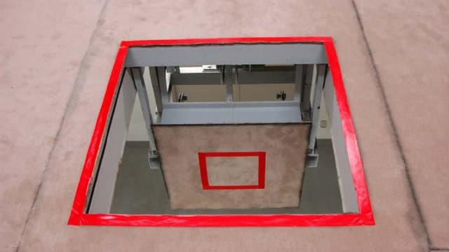 Das Bild zeigt eine Falltüre in einer Hinrichtungseinrichtung in Japan, auf der zum Tode Verurteilte bei ihrer Hinrichtung stehen müssen.