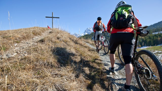 Adina pli blers midan sin in mountainbike cun motor – era per betg pli stuair stuschar uschè bler il velo.