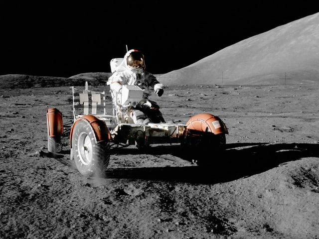 Eugene Cernan auf dem Rover