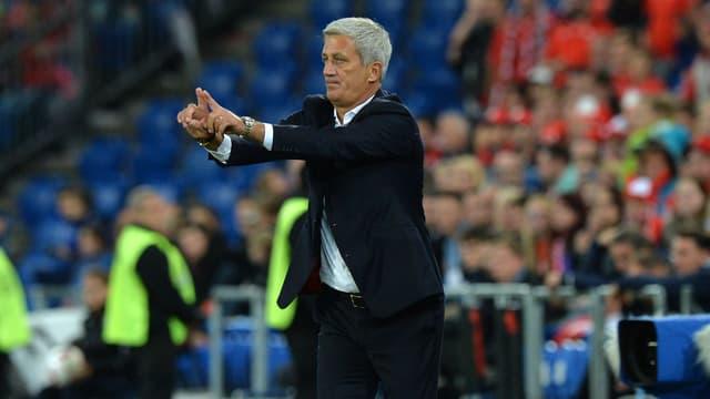 Nationaltrainer Vladmir Petkovic dirigiert.