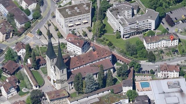 Flugbild mit der Hofkirche Luzern und dem Priesterseminar St. Beat