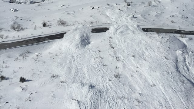 Ina lavina è vegnida nauagiu sin la via dal pass dal Lucmagn.