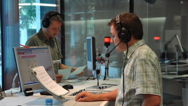Ils redacturs da novitads da RTR il 2010, Federico Belotti e Valentin Schmed.