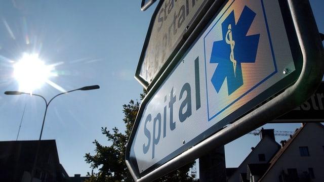 Ein Strassenschild mit der Aufschrift «Spital».