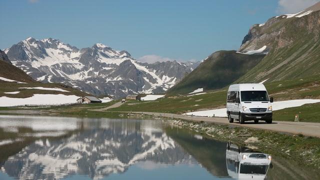Der «Bus alpin» am Albulapass.