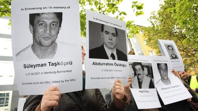 Wut und Trauer bei Angehörigen: Demonstranten zeigen zum Prozessauftakt am 6. Mai 2013 Bilder von NSU-Opfern.