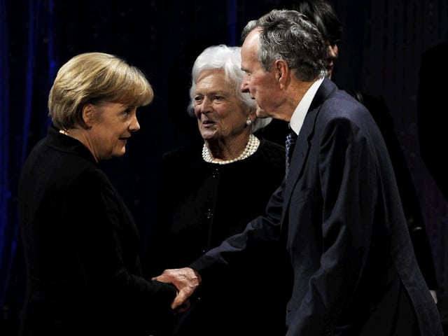 Angela Merkel, Barbara Bush und George Bush sen.