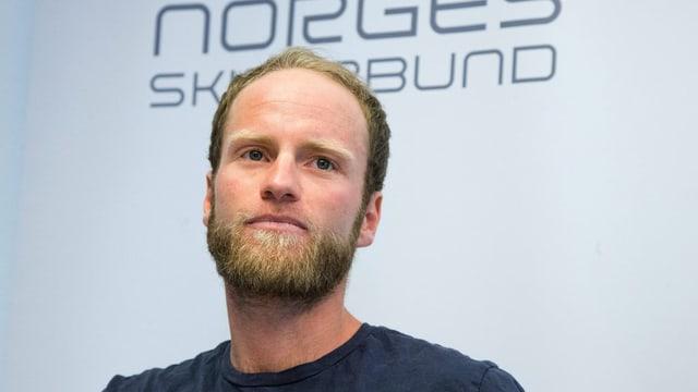 Il passlunghist norvegiais Martin Johnsrud Sundby a la conferenza da medias ad Oslo.