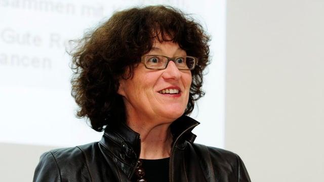 Die Zürcher Stadträtin Ruth Genner mit erfreutem Blick.