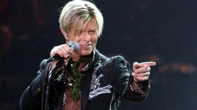 Il rockstar mort David Bowie.